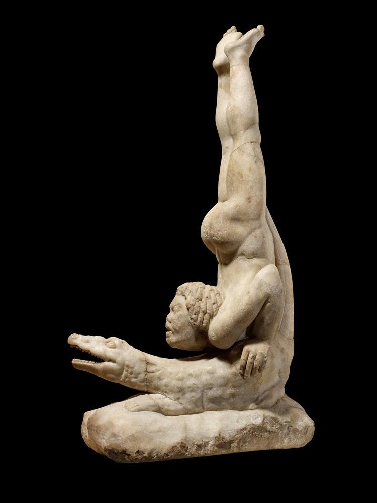 Acrobata sul coccodrillo (marmo 75x38 cm, Londra, British Museum)